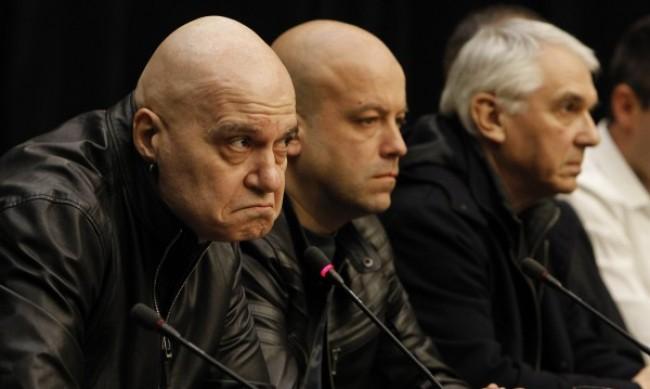 Слави Трифонов мълчи за властта, пусна пост за Априлското въстание