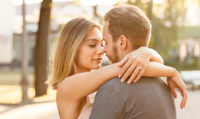 8 вида целувки разкриват дали той е влюбен наистина във вас
