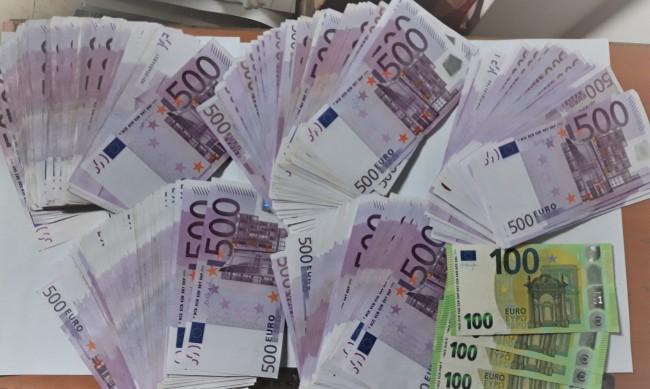 Задържаха недекларирани 235 900 евро на Капитан Андреево