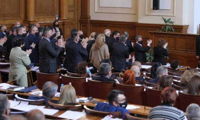 Скандал в парламента: ДПС, БСП и ИТН скочиха на ГЕРБ