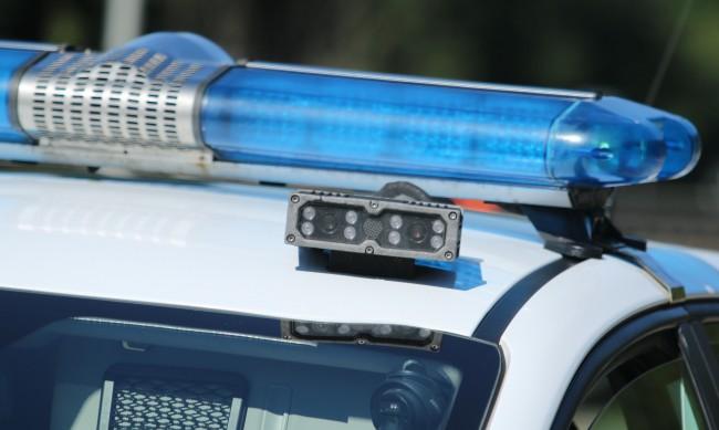 Въоръжени и маскирани обраха инкасо автомобил