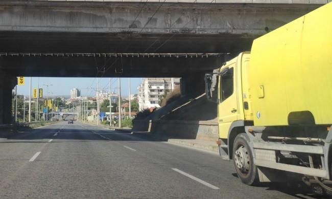 Ремонтират спешно бетонни плочи на Дунав мост при Русе