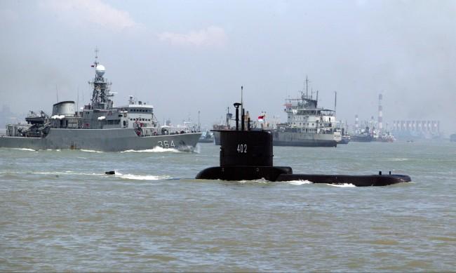 Изчезна индонезийска подводница, вероятно е на 700 м дълбочина