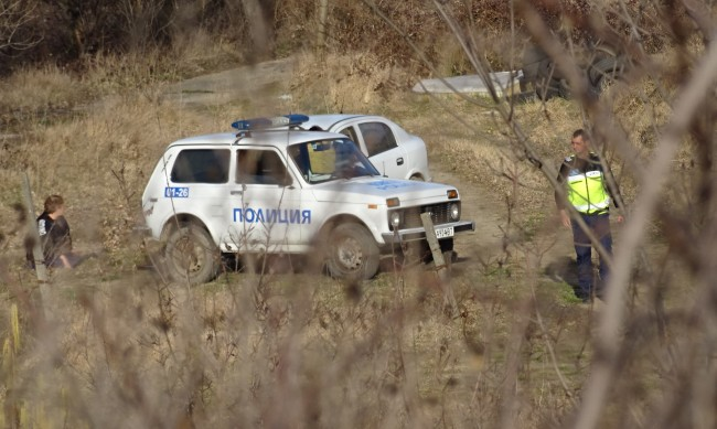 Деца откриха мъртва жена в канал в село Лесура