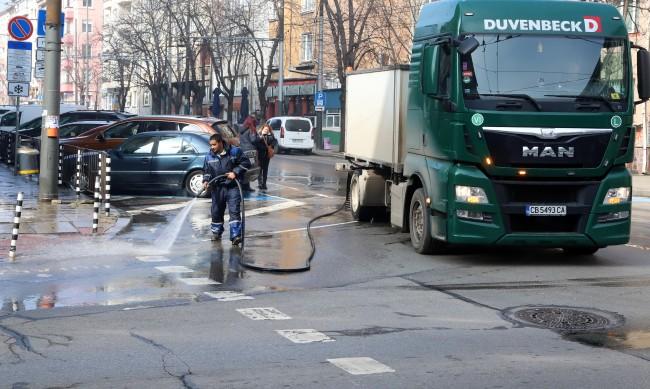 Миенето на улици - основен фактор за чист въздух в София