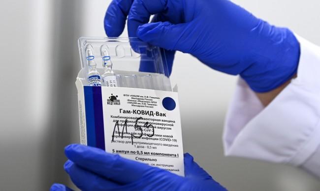 """Германия преговаря за 30 млн. ваксини от руската """"Спутник"""""""