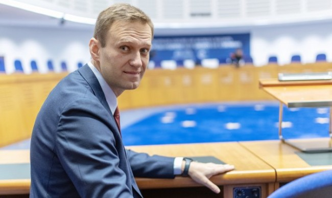 Лекари зоват Навални да спре да гладува