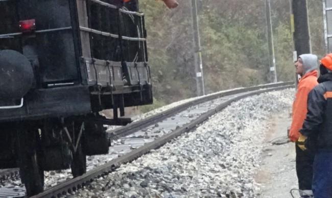 Товарни вагони дерайлираха, прекъснаха движението от Русе до Каспичан