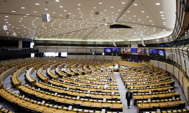 Евродепутати не очакват промяна на българската позиция за Скопие
