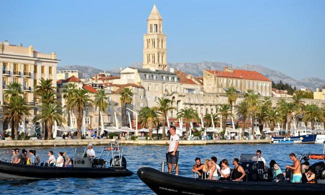 Хърватия ваксинира работещите в туризма, чака силен сезон