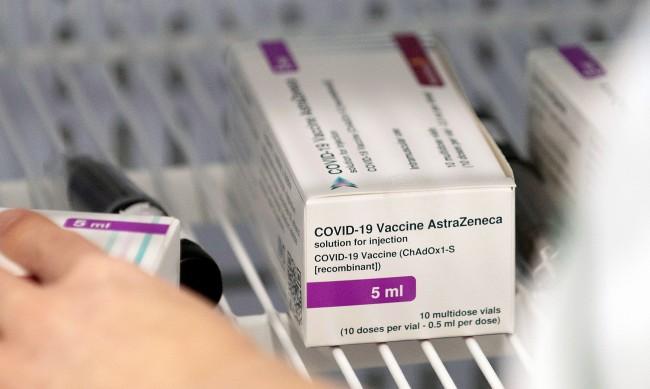 """ЕМА: Имунизираните с """"АстраЗенека"""" трябва да получат втора доза от нея"""