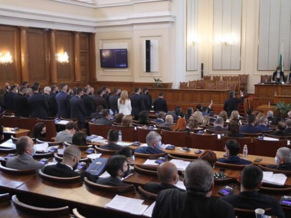"""Демократична България"""" (ДБ) реши да ограничи депутатските бонуси – до"""