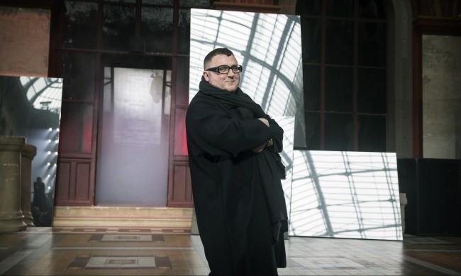 COVID-19 погуби диктатора в модата Албер Елбаз