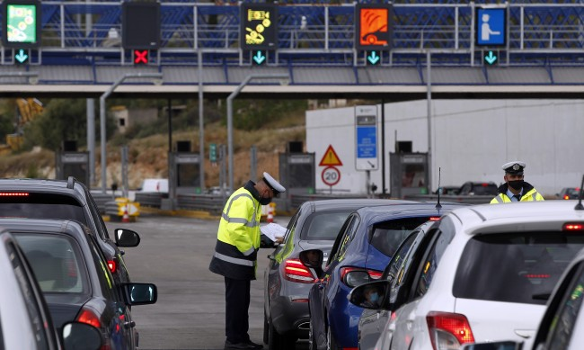Ограниченията за влизане в Гърция остават до 3 май