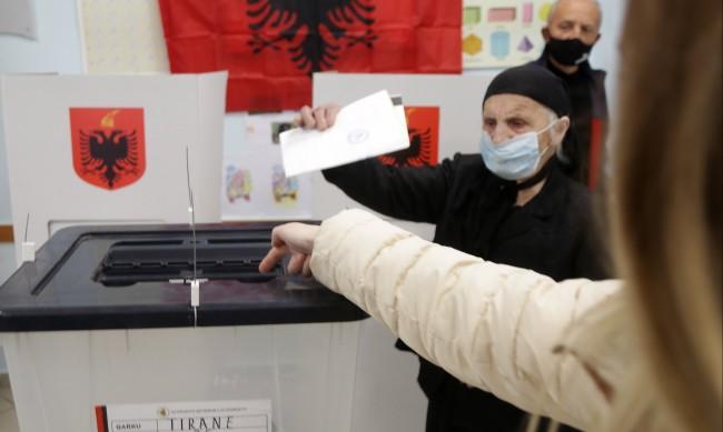 Управляващата партия в Албания победи на изборите