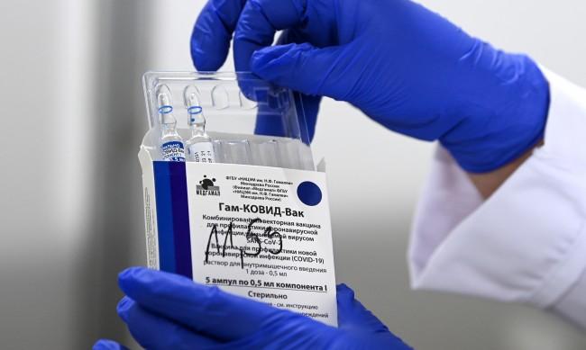 Москва дава ваучер с $13 на възрастните, за да се ваксинират