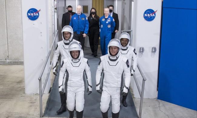НАСА: SpaceX се е разминал на косъм с НЛО