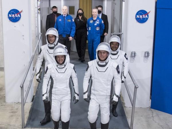 Съобщава се, че космическият кораб SpaceX се е разминал на