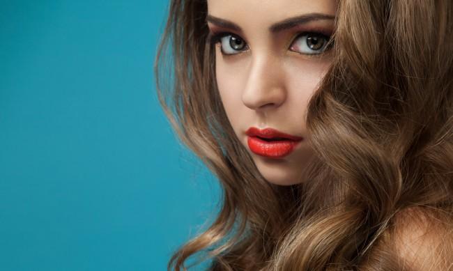 Прически за дълга коса - как да постигнете къдрици на русалка?