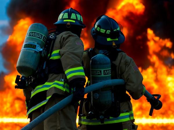 Пожар е избухнал в цех за боядисване на автомобили край