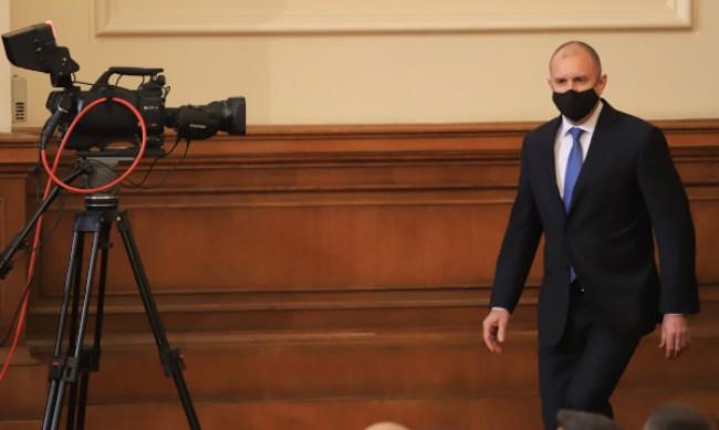 """Шах и мат на """"Дондуков"""" 2: Радев връчва мандата на Стефанова"""