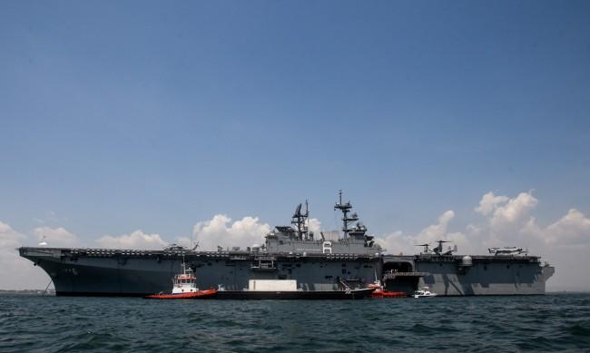 Предупредителна стрелба на военен кораб на САЩ, доближен от ирански