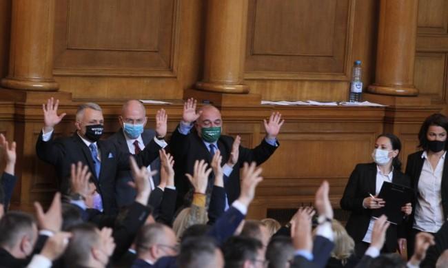 Новите партии: Позор за българския парламентаризъм, страх от проверки