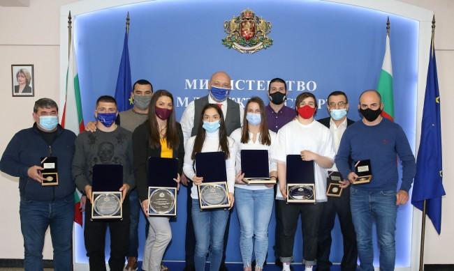 Красен Кралев награди медалистите от Европейското първенство по борба