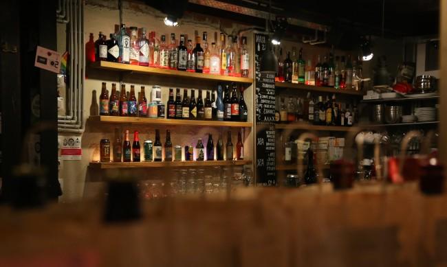 Дискотеките и баровете отварят врати утре