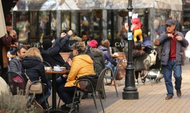 Ресторантьори настояват за редуциране на тротоарното право с 50%