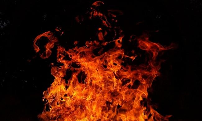 Преди сезона: Изгоря крайбрежен ресторант в Несебър