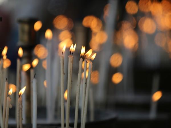 Свещи от нелегални производители се продават в магазините за левче