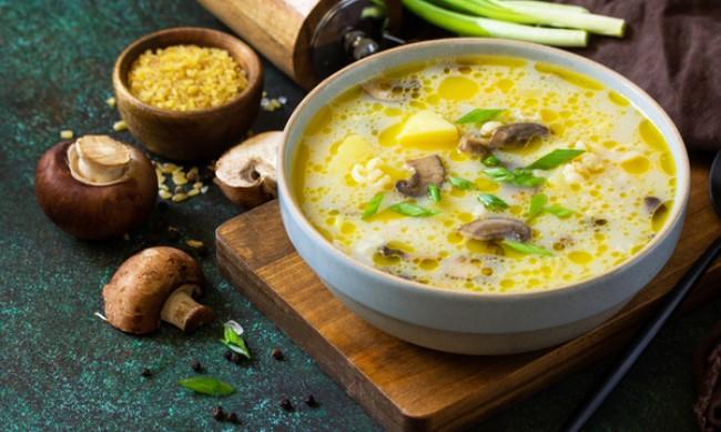 Рецептата Dnes: Пилешка супа с гъби и сметана
