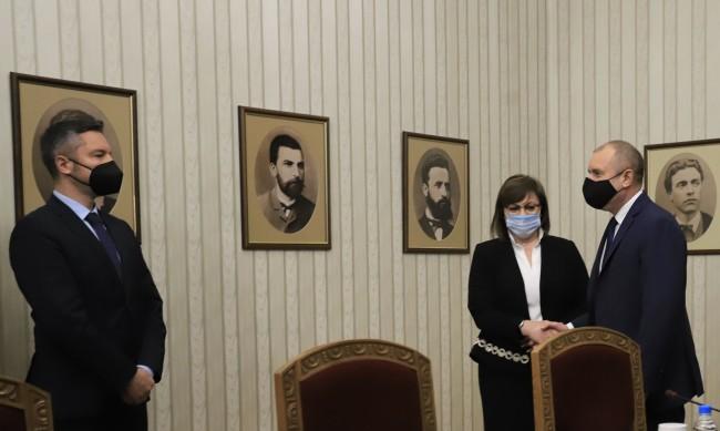Третият мандат за кабинет – на БСП, Радев го връчва на 5 май