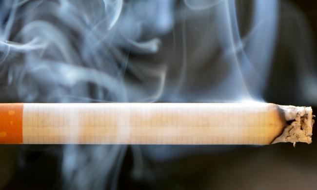 Близо половината от младите българи са пушачи