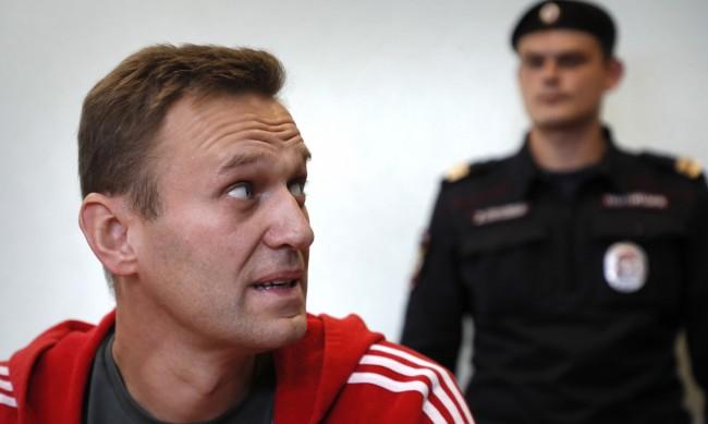 Разпускат мрежата на Навални още преди решението на съда