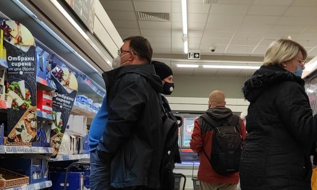 От 1 май пада коридорът за възрастни в магазините, как ще учат учениците?