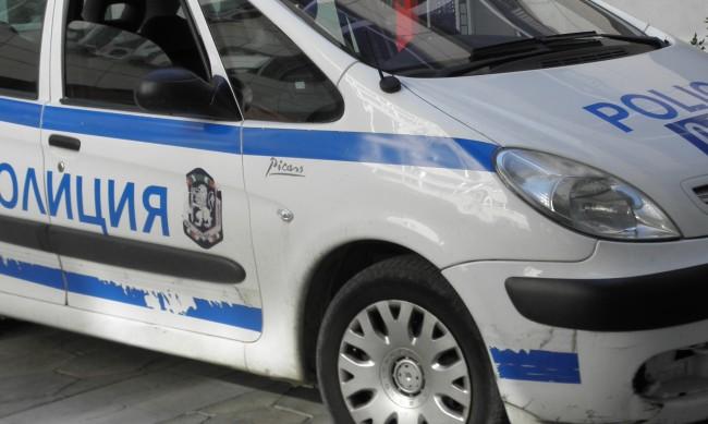 Кола падна в дере на пътя София-Варна, стана задръстване