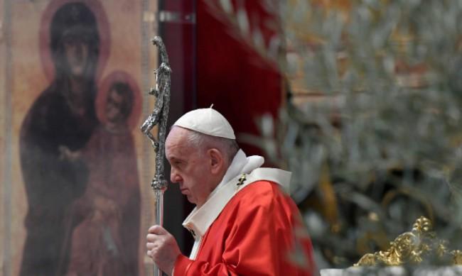 Папата започна маратон от молитви за край на пандемията