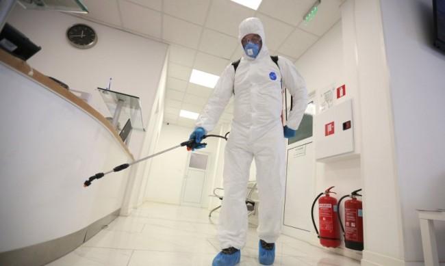 Лекарят, който дари плазма 7 пъти, скептичен за края на пандемията