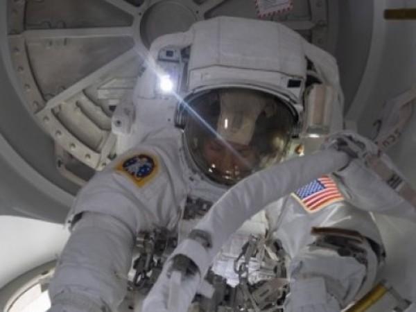 """Американската компания """"СпейсЕкс"""" върна успешно днес на Земята четирима астронавти"""