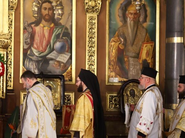 Така нареченото Второ Възкресение беше отслужено тази сутрин в православните