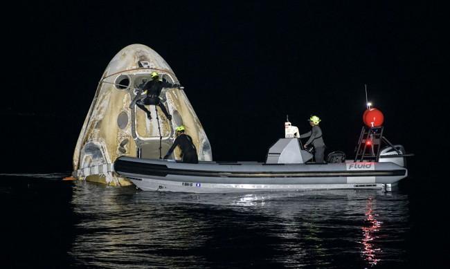 Първата редовна мисия на SpaceX завърши успешно