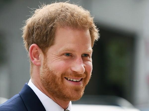 Британският принц Хари се присъедини към звезди в поп музиката,