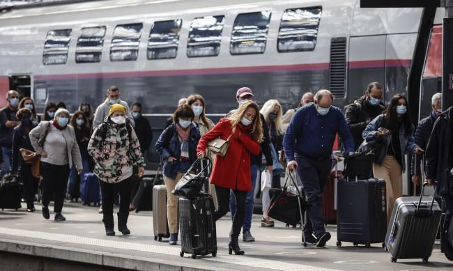 Франция отмени част от строгите ограничения за пътуване