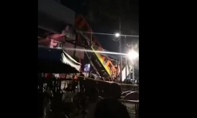 Влак на метрото падна от надлез в Мексико, 15 души загинаха