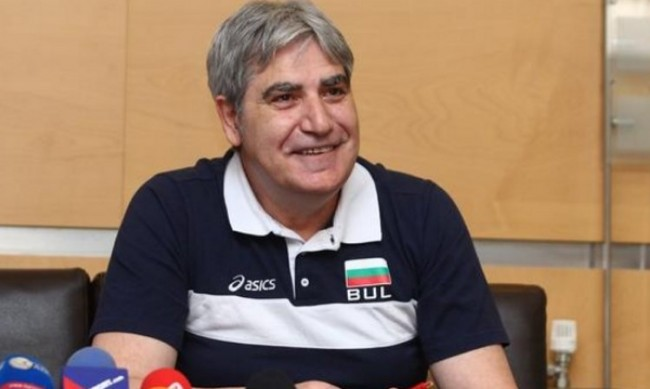 Бившият национален селекционер Камило Плачи поема Хебър