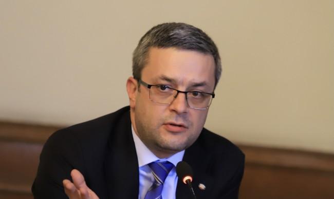 Биков отговори на Трифонов: Времето за аплодисменти свърши