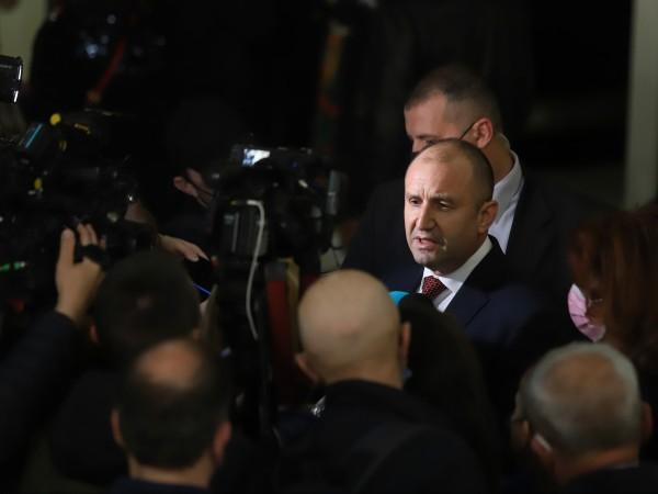 Президентът Румен Радев ще проведе днес консултации с парламентарно представените