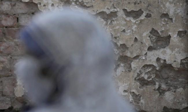 Слагат под карантина българите, пристигащи в Абу Даби